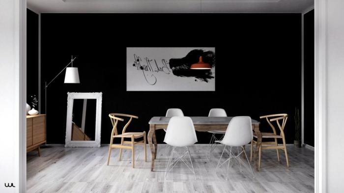 decoracion de comedores, comedor minimalista, mesa de madera, sillas de plñastico blancas, pared negra, parqué, espejo