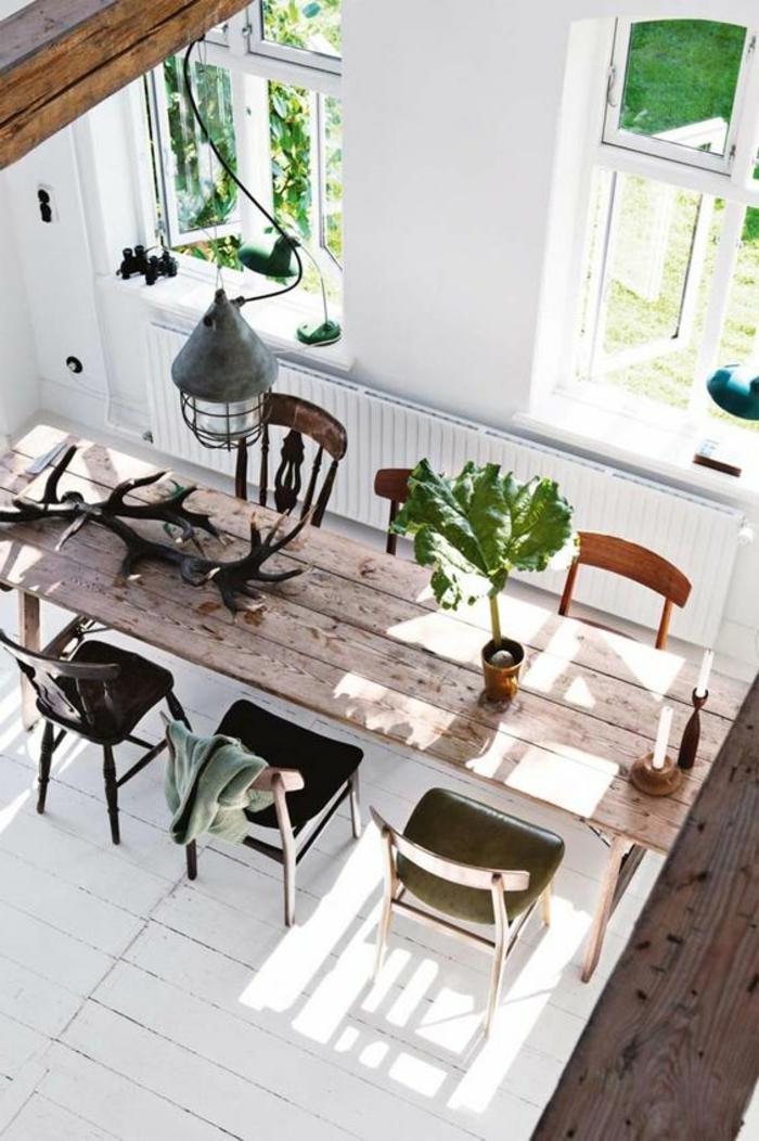 decoracion de comedores, mesa de madera, sillas tapizadas de cuero, parqué blanco, ventanas
