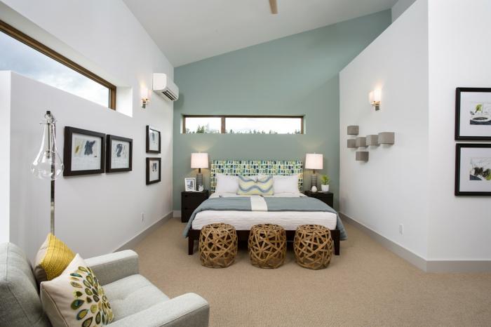 como decorar una habitacion, decoracion de dormitorio con cama y sillón, paredes en blanco y verde pastel