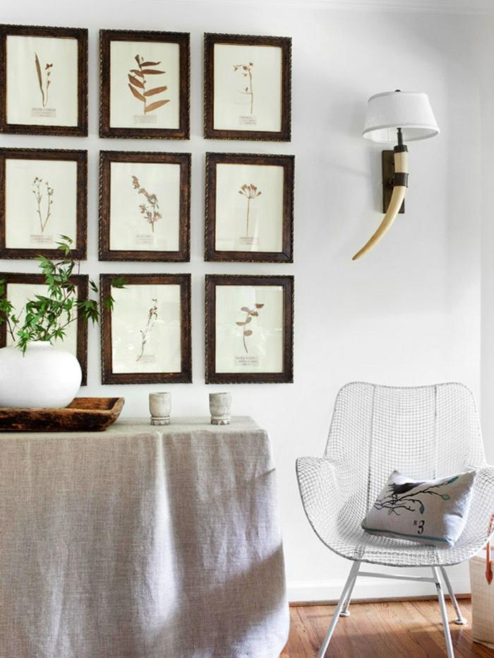 decoracion de paredes, decoración botánica en marcos de madera oscura