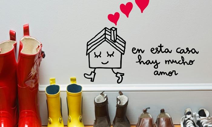 decoracion de paredes, decoracion de pared en vestibulo, dibujo de casa animada con corazones y frase