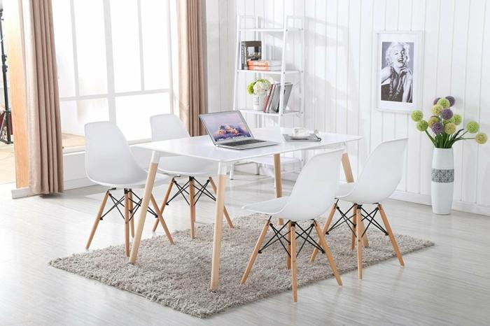 decoracion de salones, comedor con mesa y sillas de madera clara y plástico. suelo laminado, alfombra, ventanal, ordenador