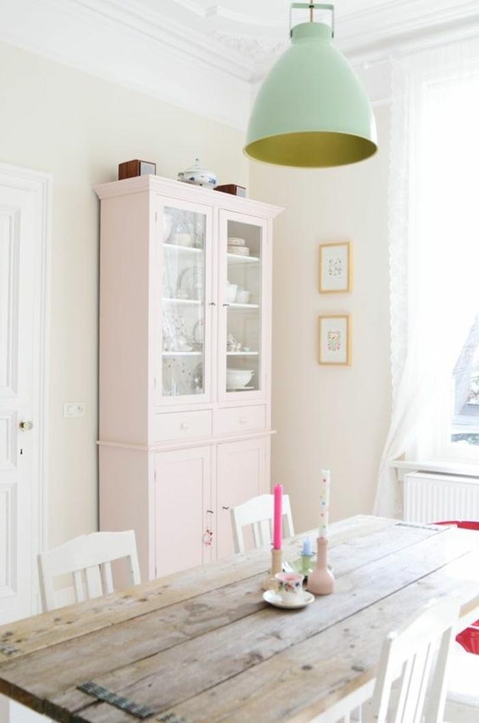pintar paredes, decoracion de comedor con alacena en rosa pastel, lámpara colgante, sillas blancas