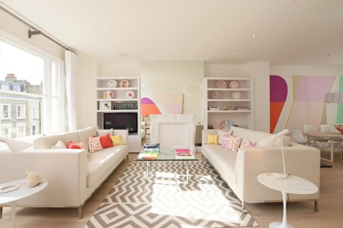 colores pastel, decoracion sala de estar, paredes y cojines en colores pastel, mesa de vidrio, dos sofás, ventanal y estanterías