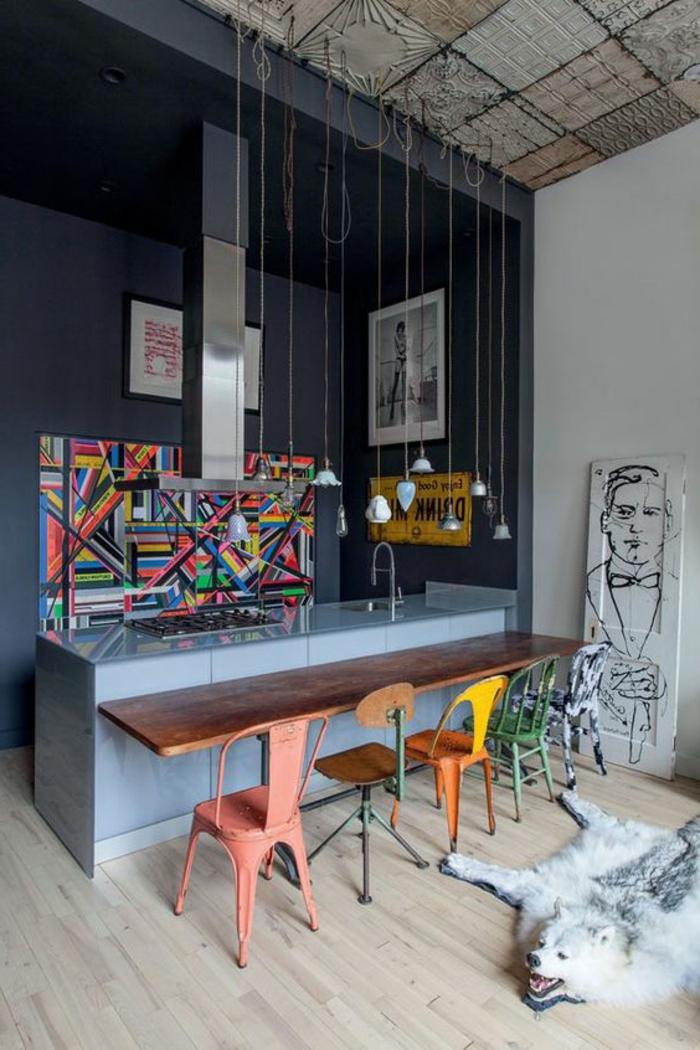 decoracion salon comedor, comedor estilo industrial con cocina con isla, mesa de madera, silla, lámparas colgantes, cuadro