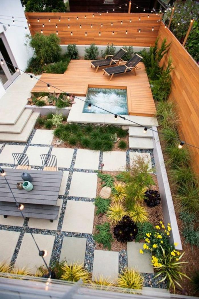 decoracion terrazas, terraza grande con baldosas y madera, mesay plantas, silla camas y fuente, bombillas colgantes