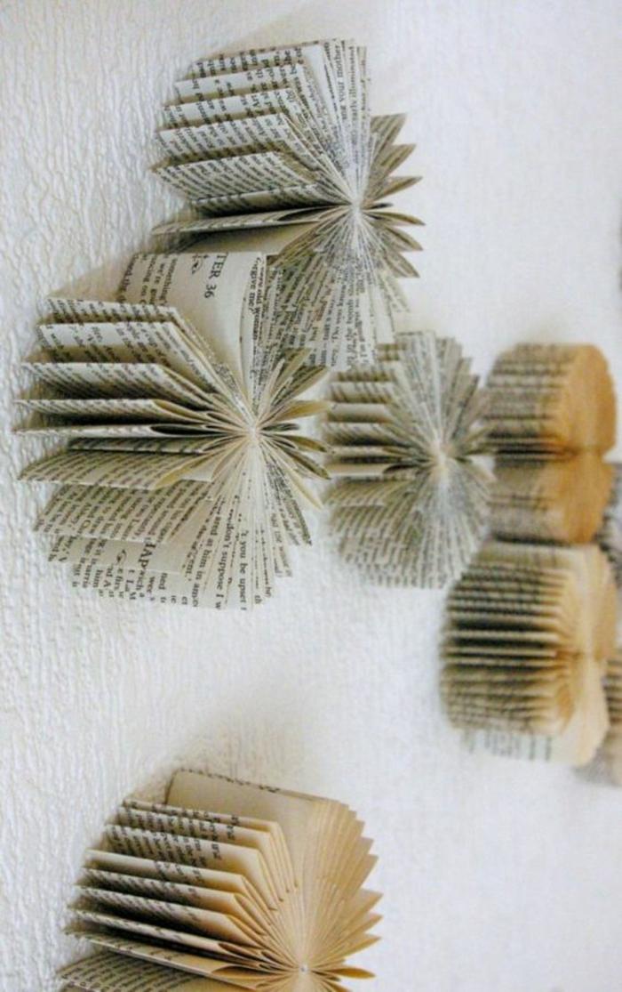 decorar paredes, decoracion con rosetones hechos de paginas de libros viejos