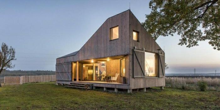 diseñar casas, villa rústica de madera en forma irregular, pasto