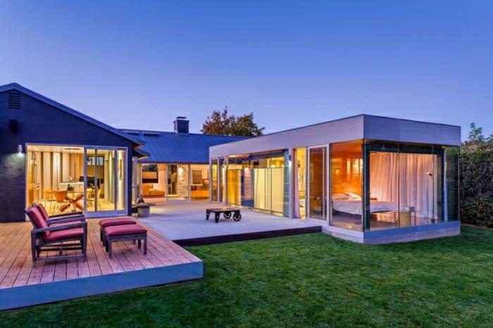 diseñar casas, villa de tres construcciones en zona suburbana, patio, cesped
