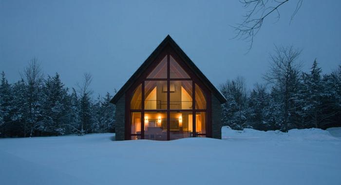 fachadas de casas rústicas, casa pequeña con techo triangular, paisaje con nieve