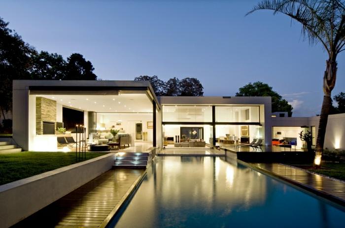 fachadas de casas, villa blanca con paredes de vidrio, piscscina y patio abierto