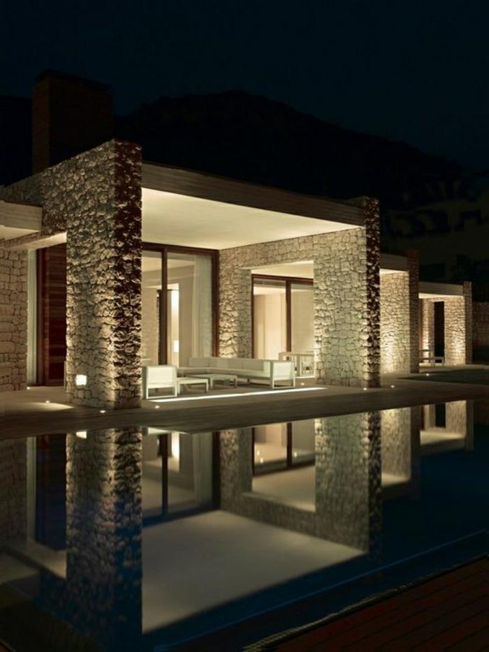 fachadas de casas, villa con piscina y columnas de piedra, patio abierto