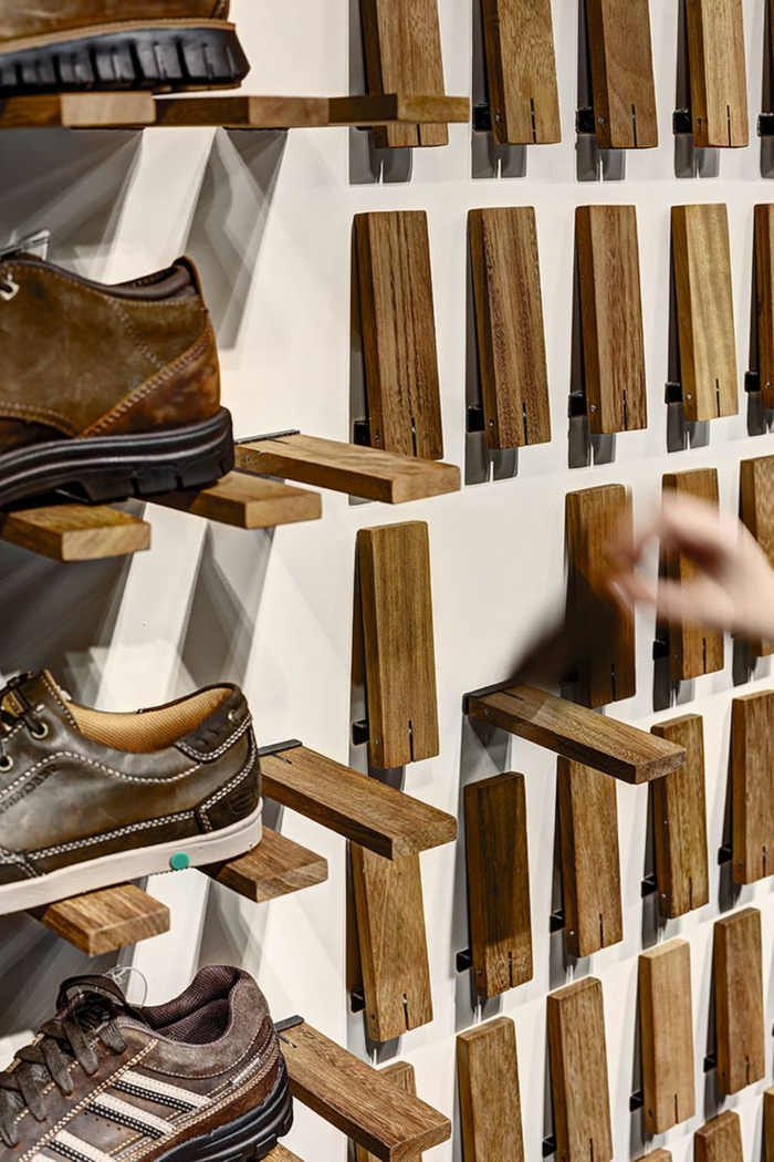 muebles de palets, idea de estante de zapatos extensible con palets para pared