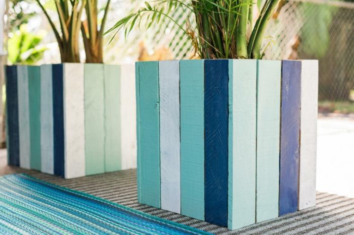 muebles de palets, macetas de palmares con palets pintados en azul