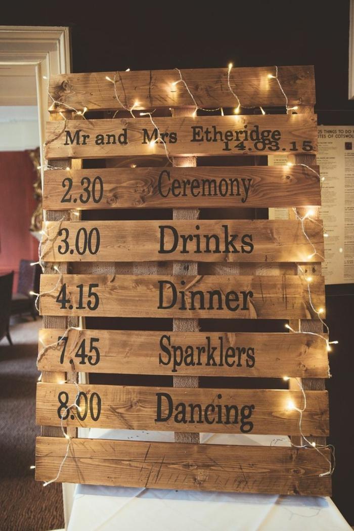 muebles de paltes, tableto de palets con programa de recepción de boda