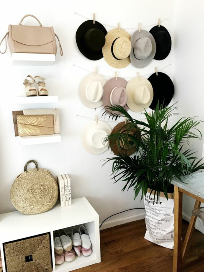 ideas para decorar paredes, decoración de pared con sombreros colgantes