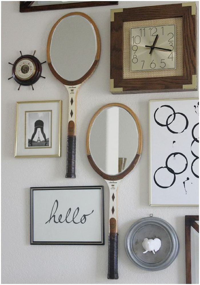 espejos en raquetas de tenis en pared blanca , reloj dreloj, fotos manualidades recicladas