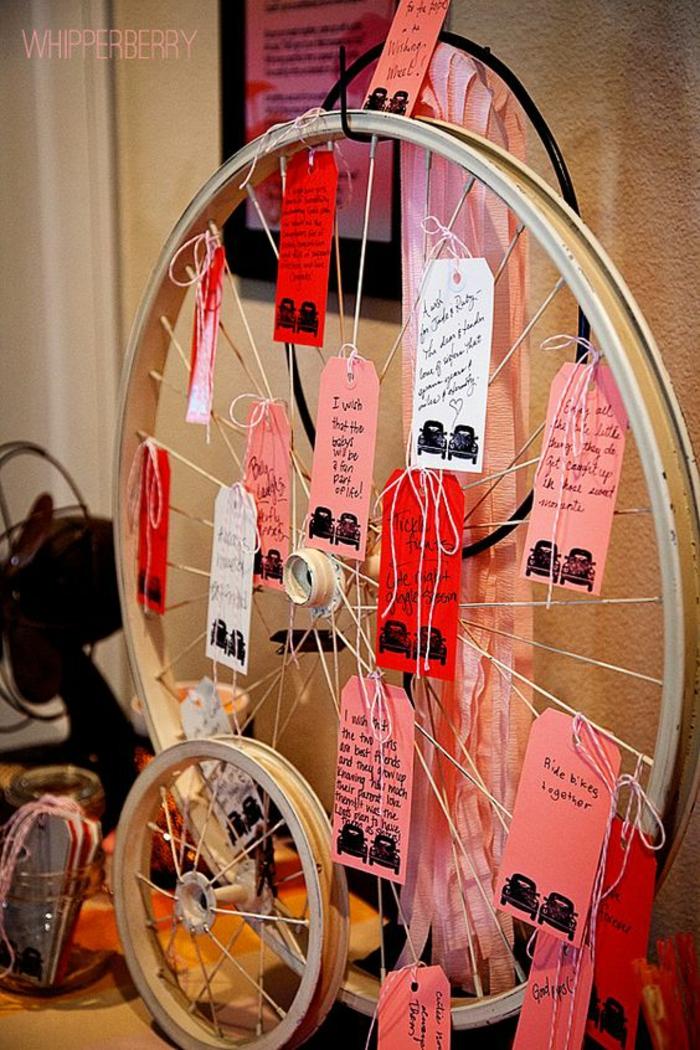 decoracion con llanta de bicileta reciclada, papeles rosa