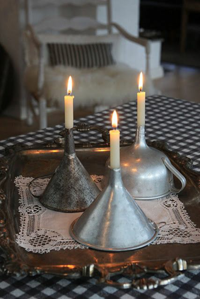 decoracion de mesa, portavelas con embudos