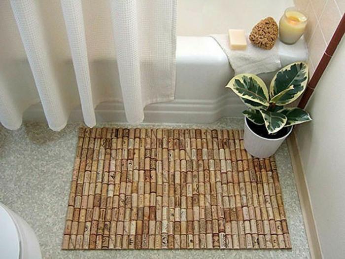 decoracion de baños, tapete con tapones de corcho