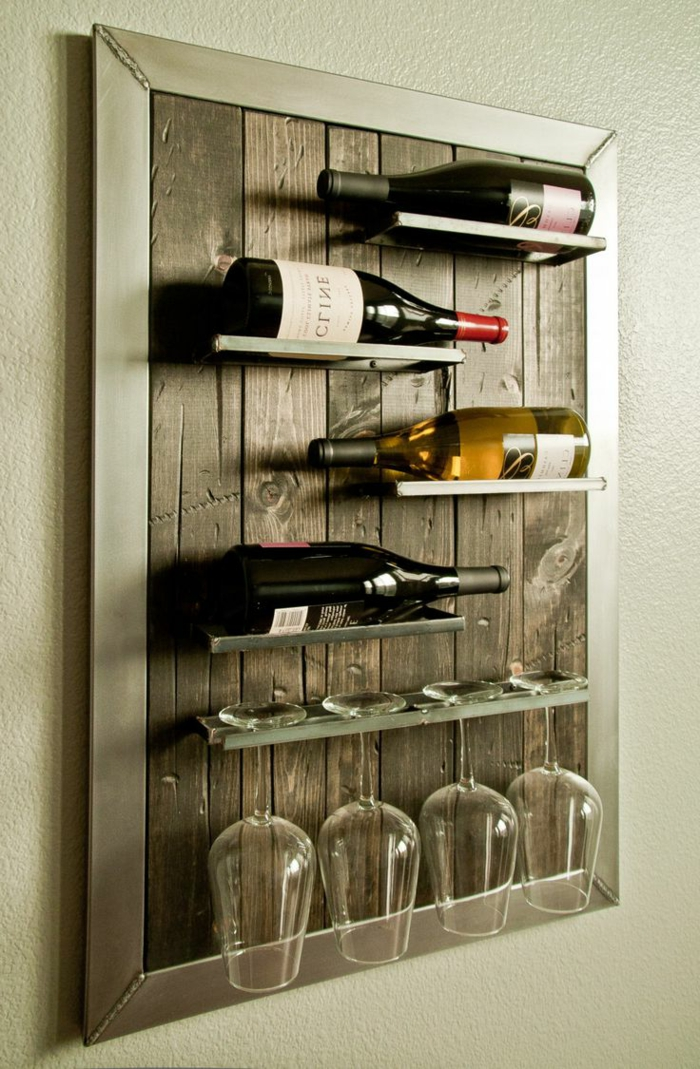 ideas con palets, porta botellas de pared con marco y vasos