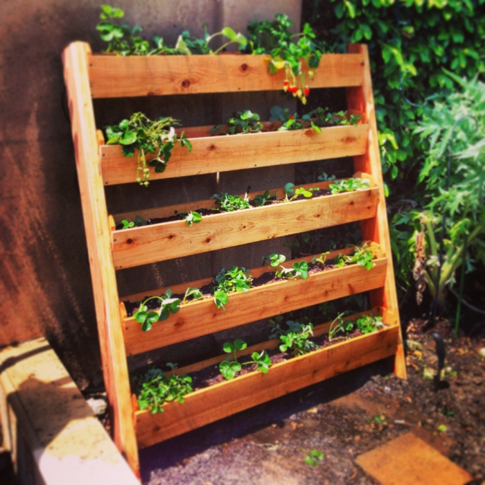 Jardines verticales con palets cool jardin vertical con for Muebles para plantas