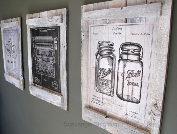 palets de madera, pared decorada con cuadros de palets con bicileta, maquina de escribir