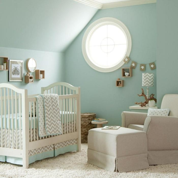 decoracion de interiores, habitacion bebé en verde menta, sama y sillón, decoraciones de pared