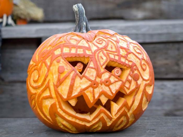 calabazas Halloween, calabaza tallada y pelada en formas geométricas