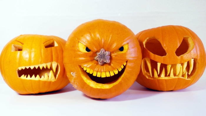 calabazas de Halloween, calabazas talladas con dientes y nariz