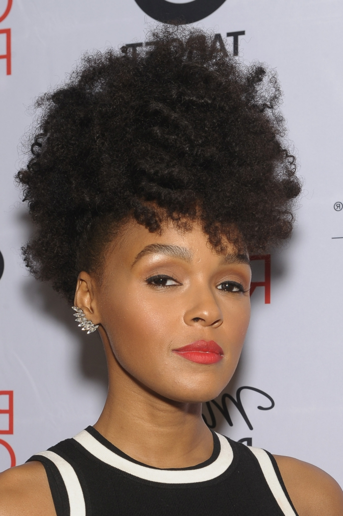 media melena rizada, mujer con cabello afro, corte garçon con volumen en la parte superior
