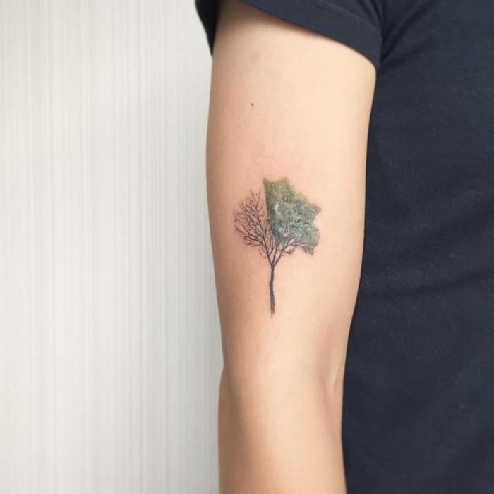 tatuajes en el antebrazo,tatuaje de arbol medio verde medio seco en brazo de mujer