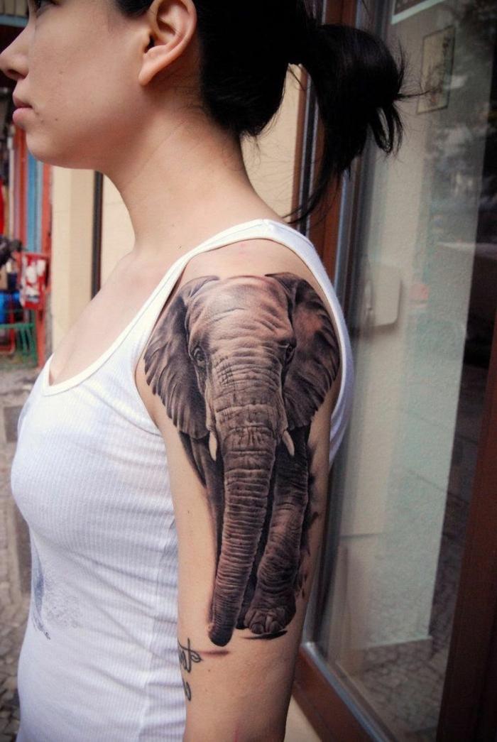 tatuajes en el antebrazo,mujer con tatuaje de elefante realista