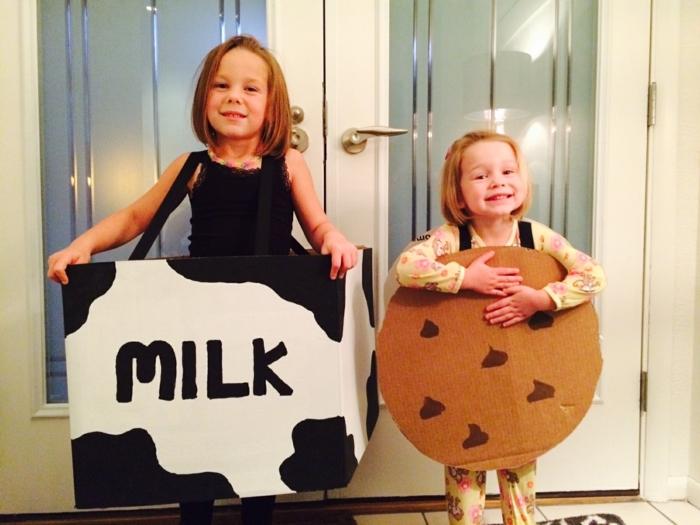 disfraces caseros, niñas disfrazadas de caja de leche y galleta