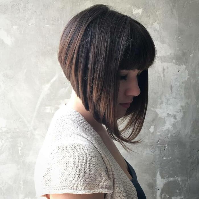 cortes de pelo mujer, mujer con corte estilo bob asimetrico y flequillo regular
