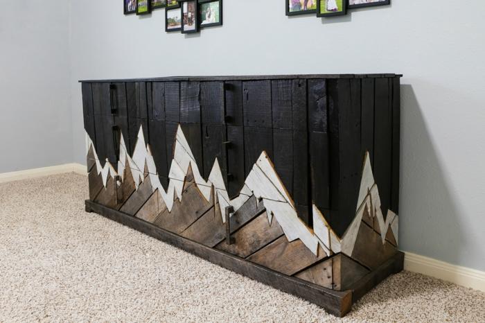 muebles hechos con palets, armario de madera reciclada pintada en negro efecto montaña
