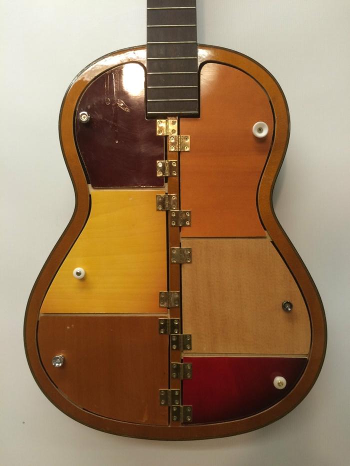 muebles hechos con palets, estantería de guitarra vieja barnizada con puertas