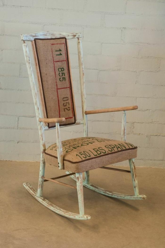 cosas hechas con palets, balancin de madera pintada en blanco tapizado