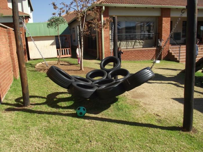 restaurar muebles, cama columpio colgante de llantas de coche y cadena en jardín
