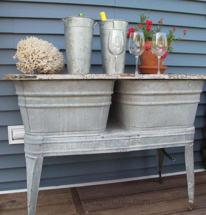 restaurar muebles, lavabos vintage hechos mesa auxiliar, botellas y vasos de vino