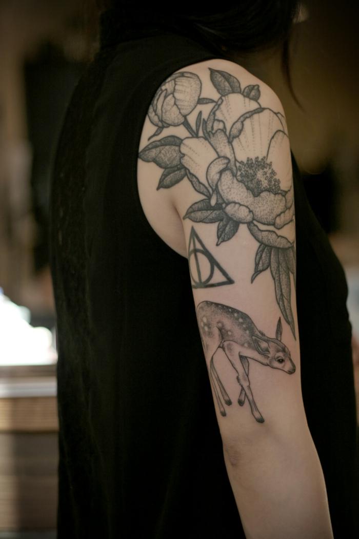 imagenes de tatuajes, mujer tatuada con ciervo y flores