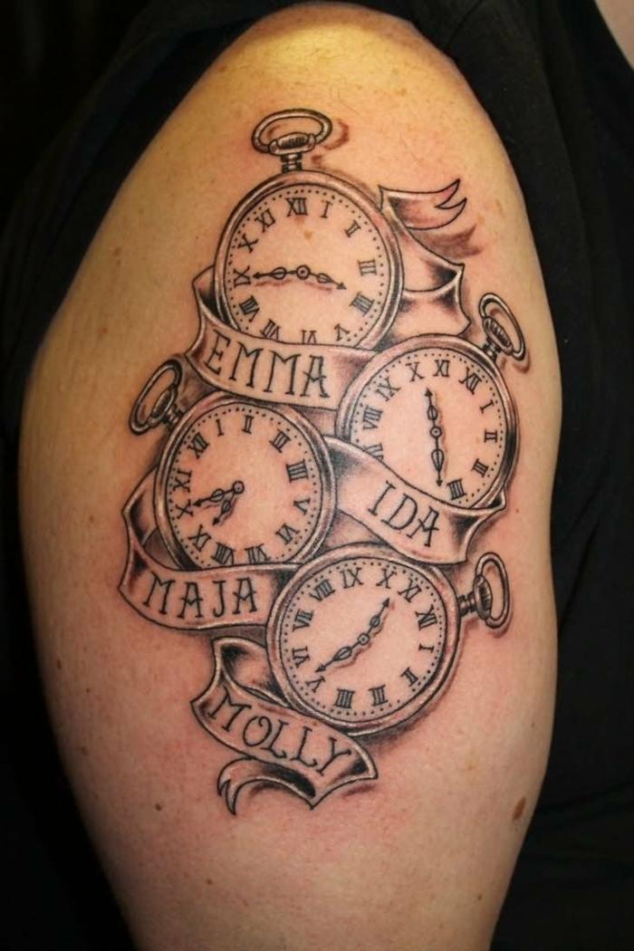 fotos de tatuajes, tatuaje con relojes y nombres en blanco y negro