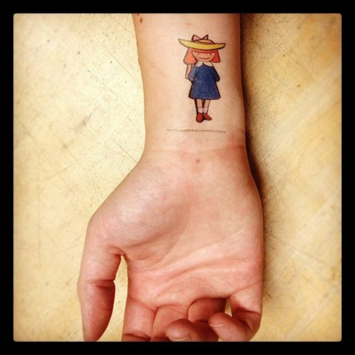 fotos de tatuajes, tatuaje mujer en muñeca con niña pequeña