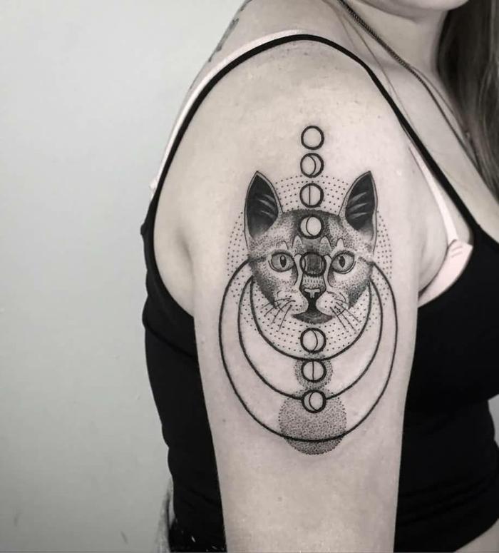 fotos de tatuajes, tatuaje en brazo con cabeza, círculos y las fases de la luna