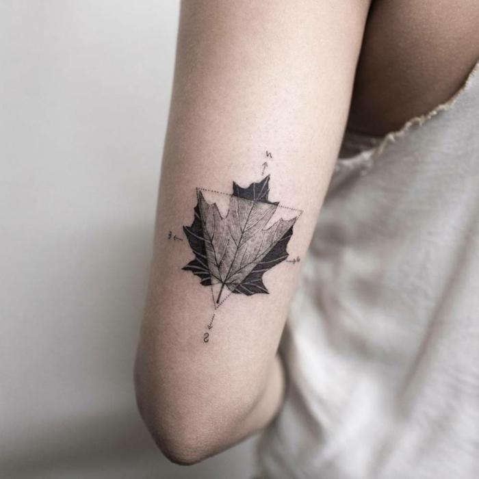 fotos de tatuajes, tatuaje mujer con hoja de arce y triángulo con brújula