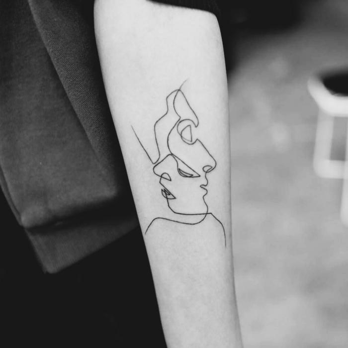 fotos de tatuajes, tatuaje en antebrazo con caras estilizadas