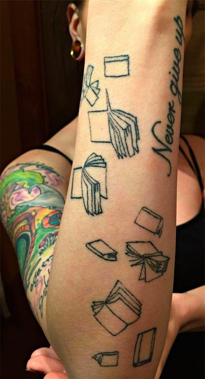tatuajes con significado, mujer con tatuaje de libros en el antebrazo, never give up