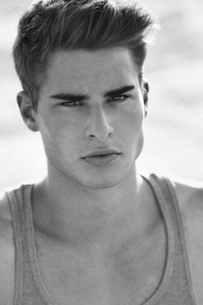cortes de pelo hombre, cortes modernos para los hombres, corte degradado, flequillo largo texturizado