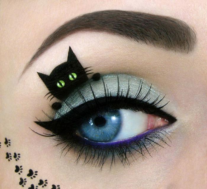 maquillaje halloween mujer, pequeño detalle en el párpado superior, ojo marcado con delineador negro y lápiz en morado