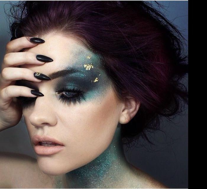 bruja helloween, ideas para un maquillaje espectacular, cómo dar un toque romántico al maquillaje, cara decorada con brocado, uñas largas y afiladas en negro